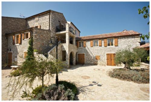 Villa Stapo Front